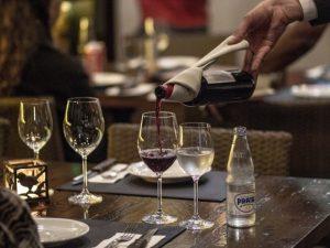 beber-vinho-em-taca-no-ABC-Paula Daidone