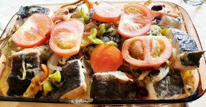 Indo ao forno para aquecer omazeite e murchar os tomates